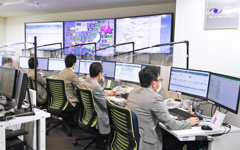 「モニタリングセンター」は人員を増加し、国内の状況を一目でわかるモニターも設置した