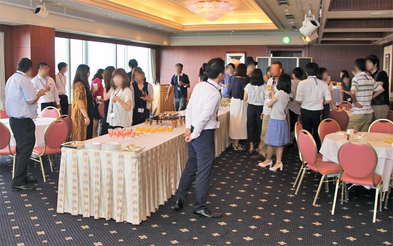 富山信金が主催した「めぐり逢いパーティー」の様子(ANAクラウンプラザホテル富山)