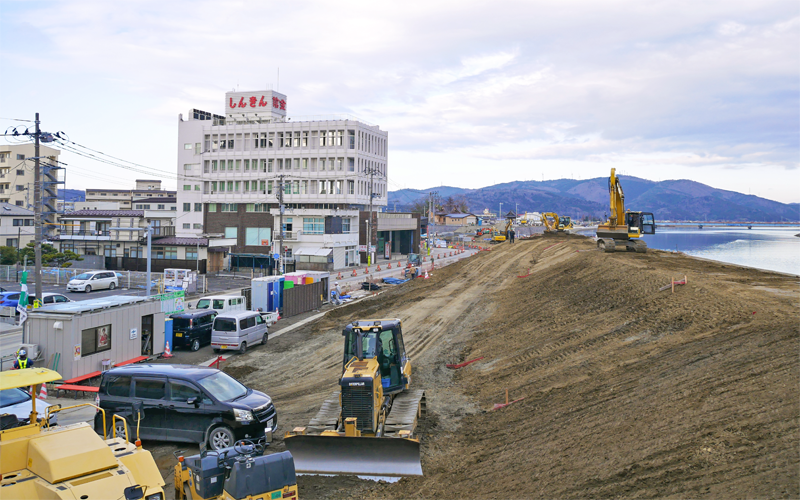 周囲の整地や旧北上川の堤防工事が進んだ現在(2020年12月23日)