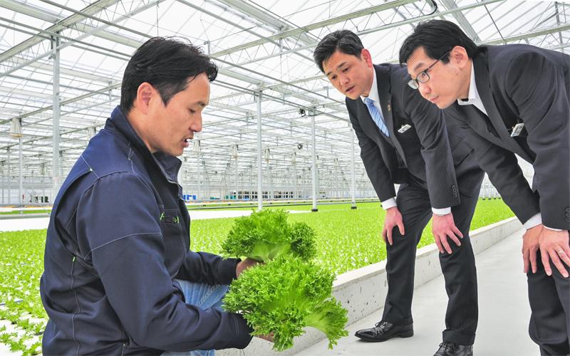 2021年3月26日号20面 ワンチーム 「持続可能な農業」支援、滋賀銀行中主支店