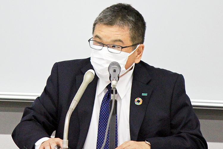 決算のポイントを説明するMS&ADの大川畑専務(5月20日、損保会館)