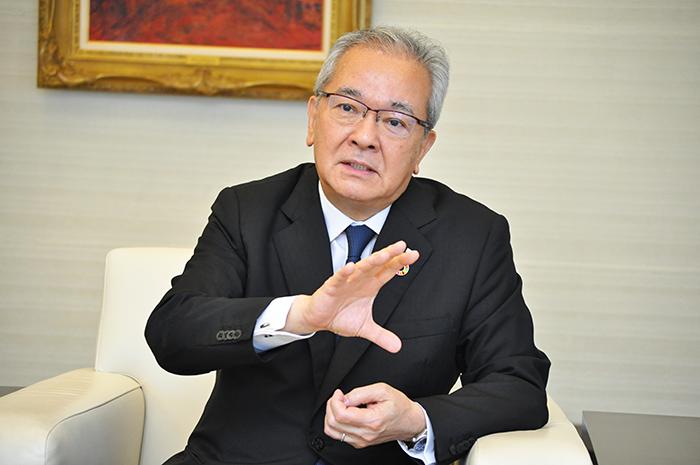 2021年7月2日号2面 インタビュー 高島・全銀協会長 難局克服「力の見せどころ」