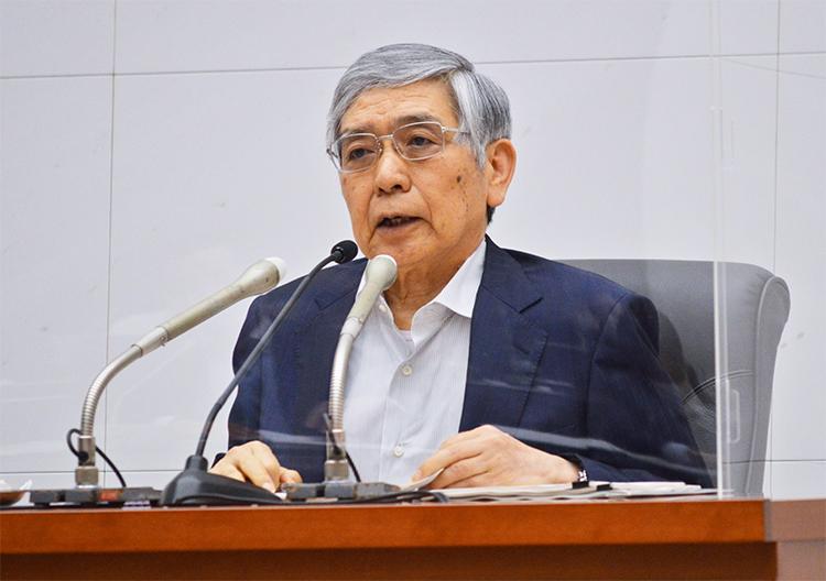 気候変動に関する取り組み方針について説明する黒田総裁(7月16日、本店)