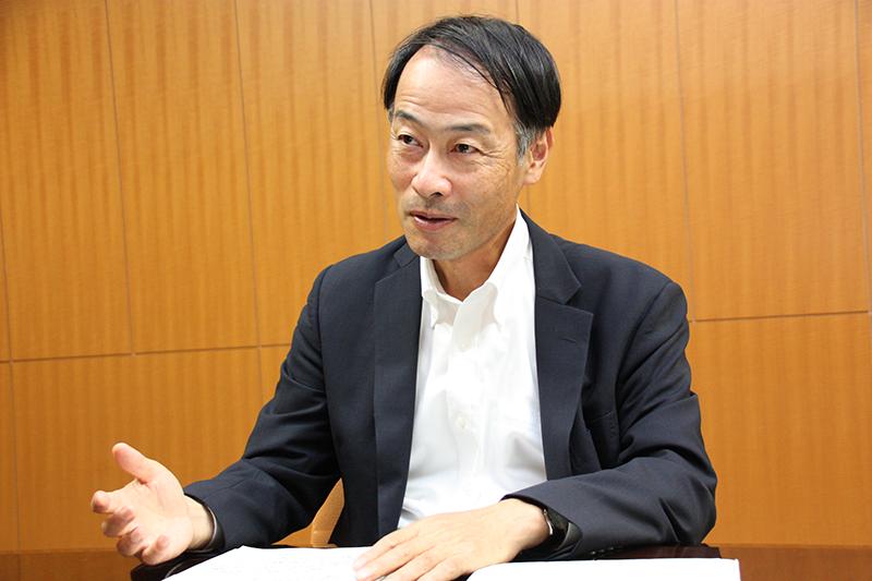 2021年8月13日号2面 就任インタビュー 中島・金融庁長官、時間軸持ち経営強化を