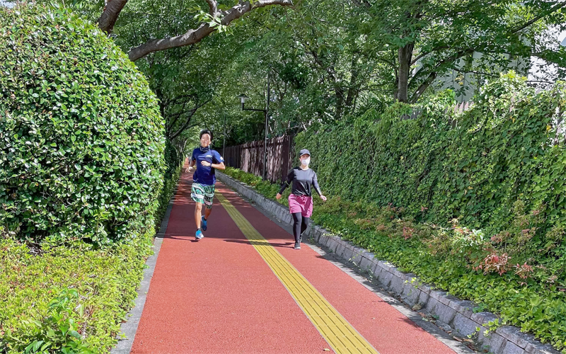 ランニングなどの運動で心身の健康管理をしている人が最も多かった(8月9日、東京都内)
