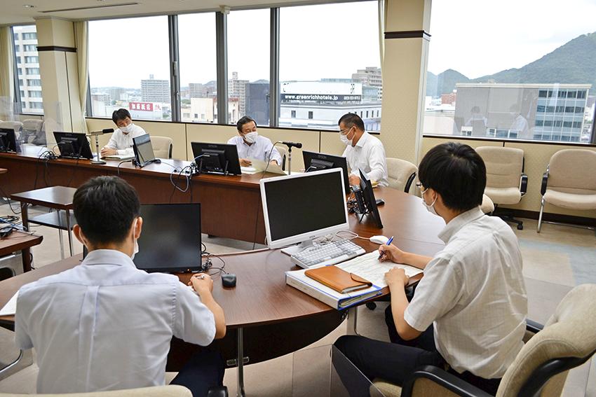2021年8月27日号3面 鳥取銀行、地方創生80案件に挑戦、頭取直轄PTが活躍
